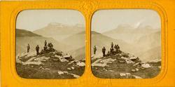 Stereoskopi. Gruppe mennesker i fjellandskap i Sveits.