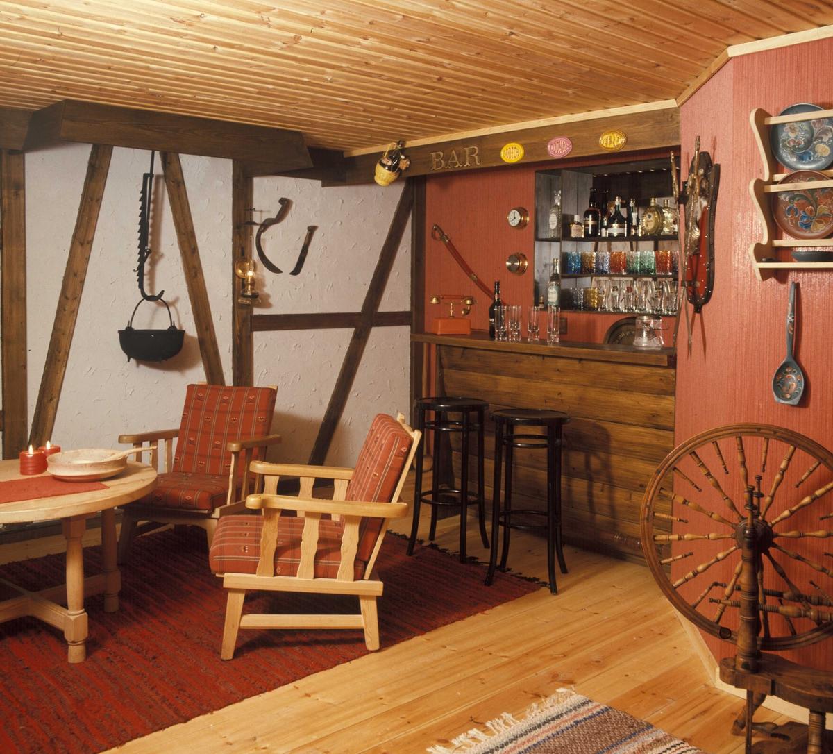 Bar i kjellerstue. Nye Bonytt 1975-2.