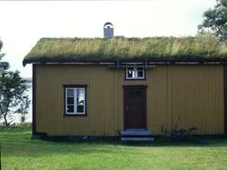 Fra bygdetunet Vevelstad  i Vevelstad kommune. Huset er bygd