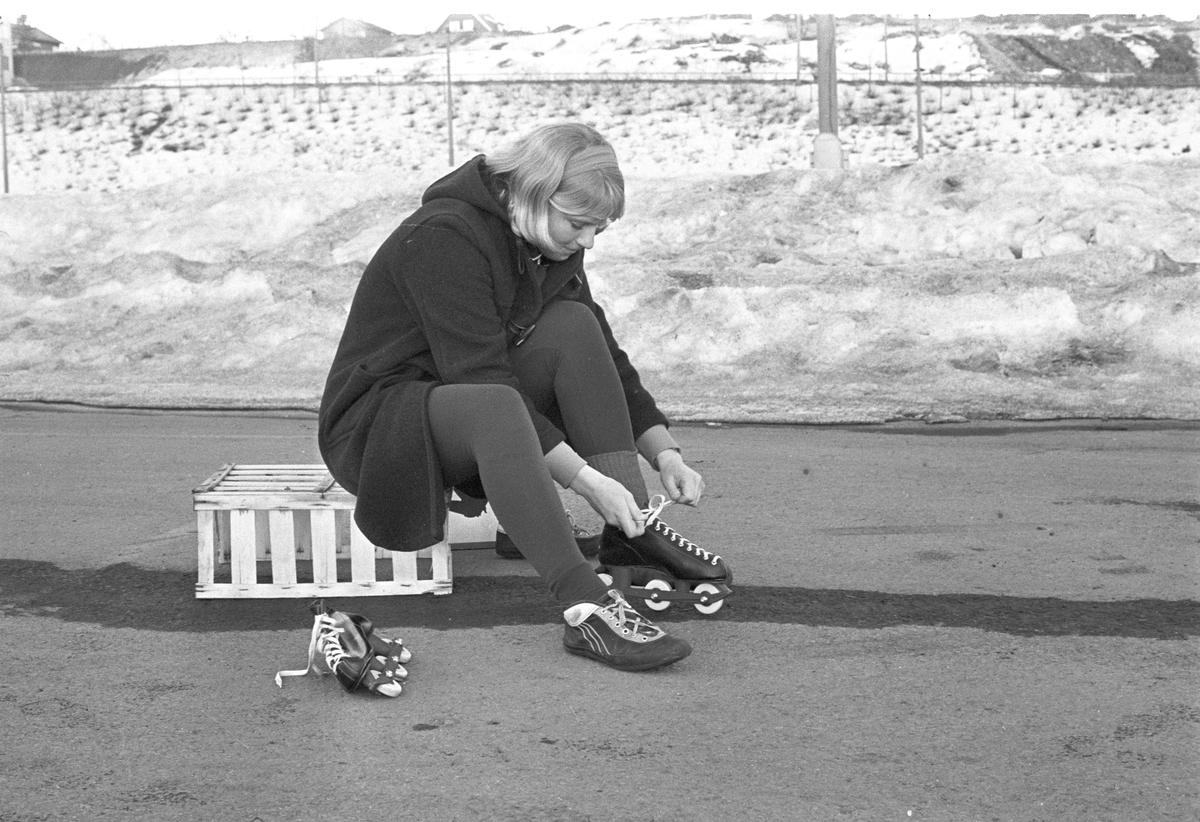 Serie bilder av Kirsti Biermann, skøyteløper.