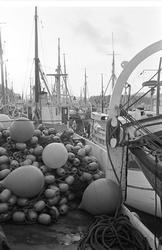 Serie. Fiskebåter ligger til kai, Egersund, Rogaland. Fotogr