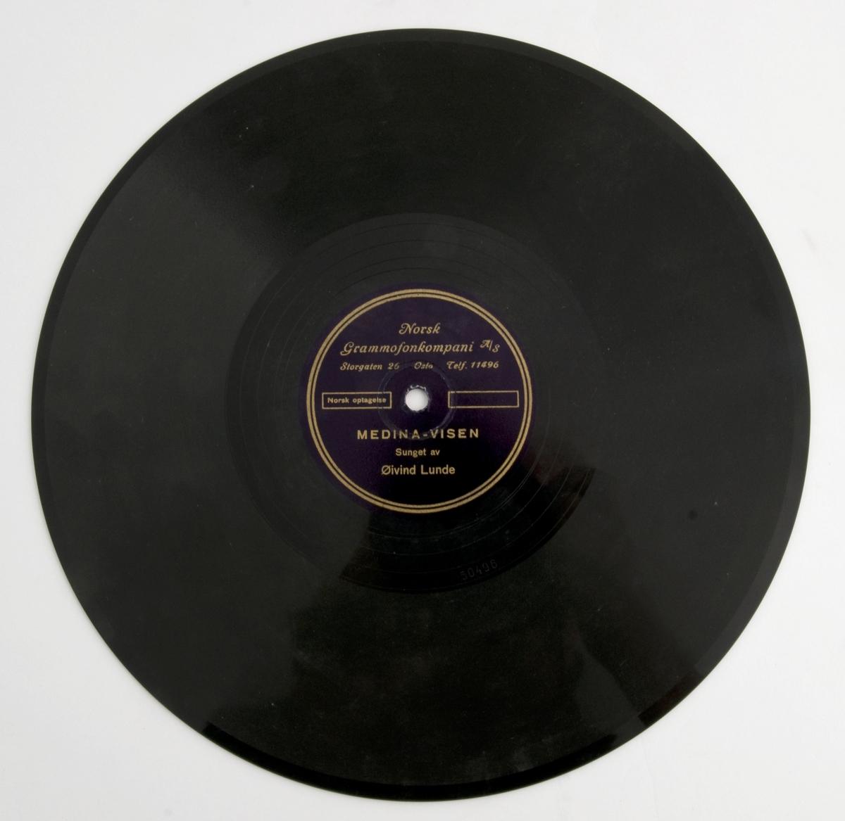 Reklamesang for Medina-sigaretter. Komponist og tekstforfatter er ukjent. Sangeren vi kan høre på innspillingen er Øivind Lunde og sangen ble spilt inn hos Norsk Grammofonkompani A/S, Storgata 26, Oslo. Trolig er den produsert i 1935.