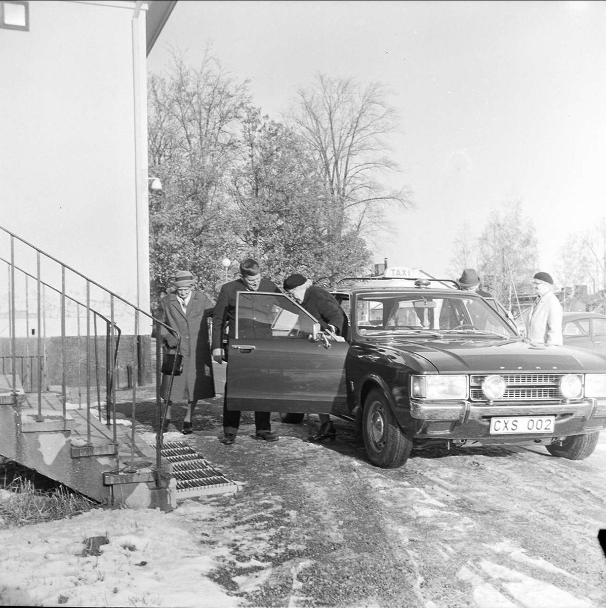 Söderfors pensionärsförening har samkväm i gamla skolan, Söderfors bruk, Uppland oktober 1972