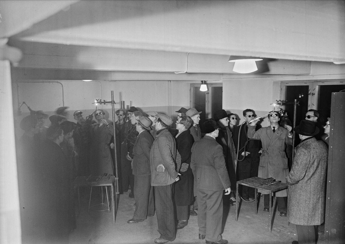 AGA visar svetsning inför publik, Säbygatan 7, Boländerna i Uppsala den 20 januari 1948