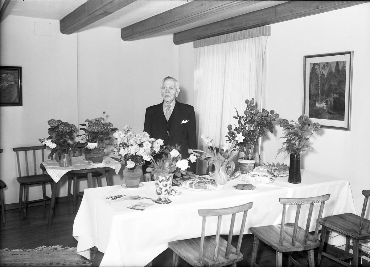Födelsedagsporträtt - A Pettersson, sannolikt på Gottsunda gård, Gottsunda, Uppsala, 1952