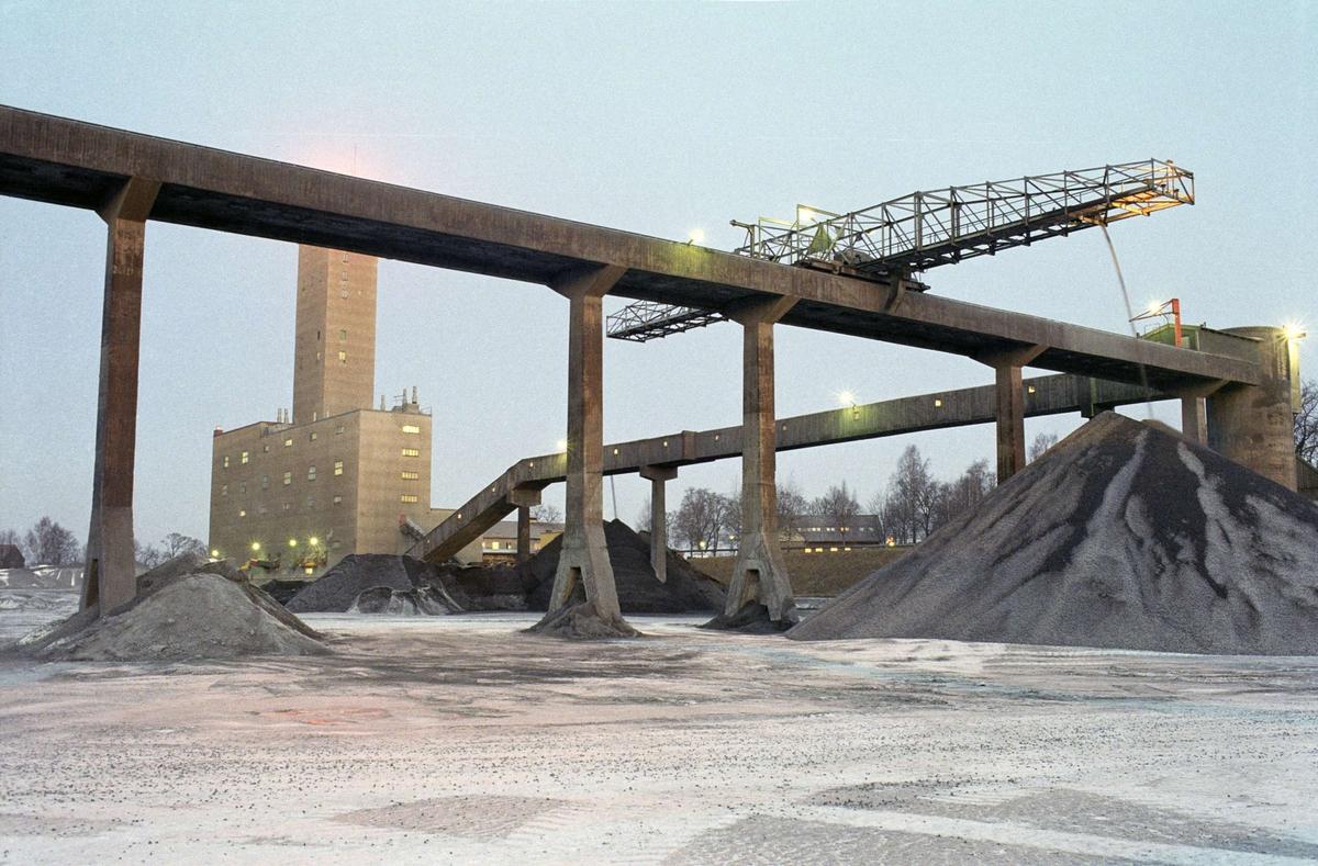 Gruvområdet med gruvlaven en tidig morgon, Dannemora gruvor, Dannemora socken, Uppland 1991