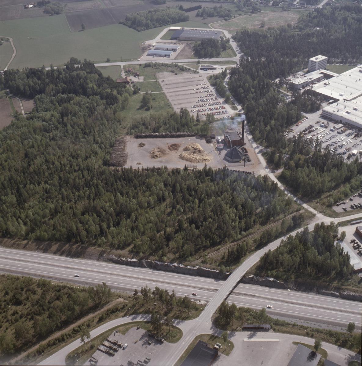 Vy över Bahco industrianläggning i Stenvreten, Enköping, Uppland, juni 1989