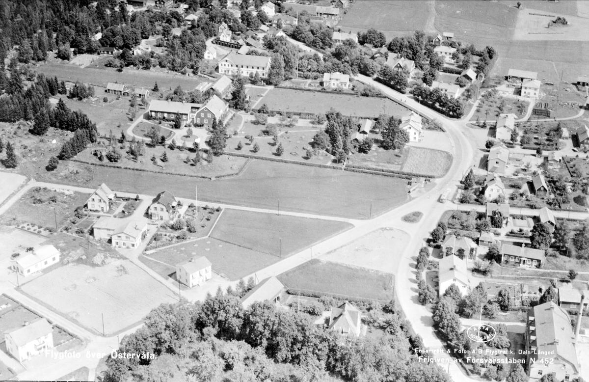 Flygfoto över Östervåla, Uppland 1952