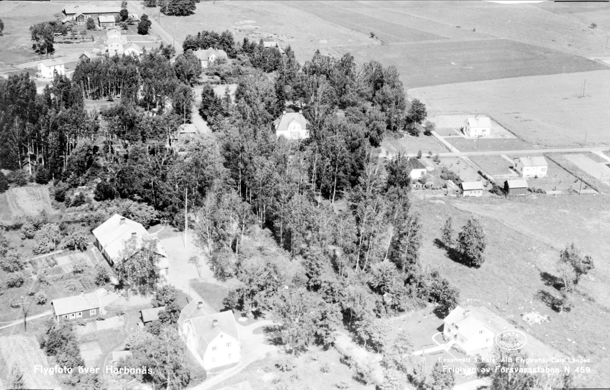 Flygfoto över Harbonäs, Harbo socken, Uppland år 1952