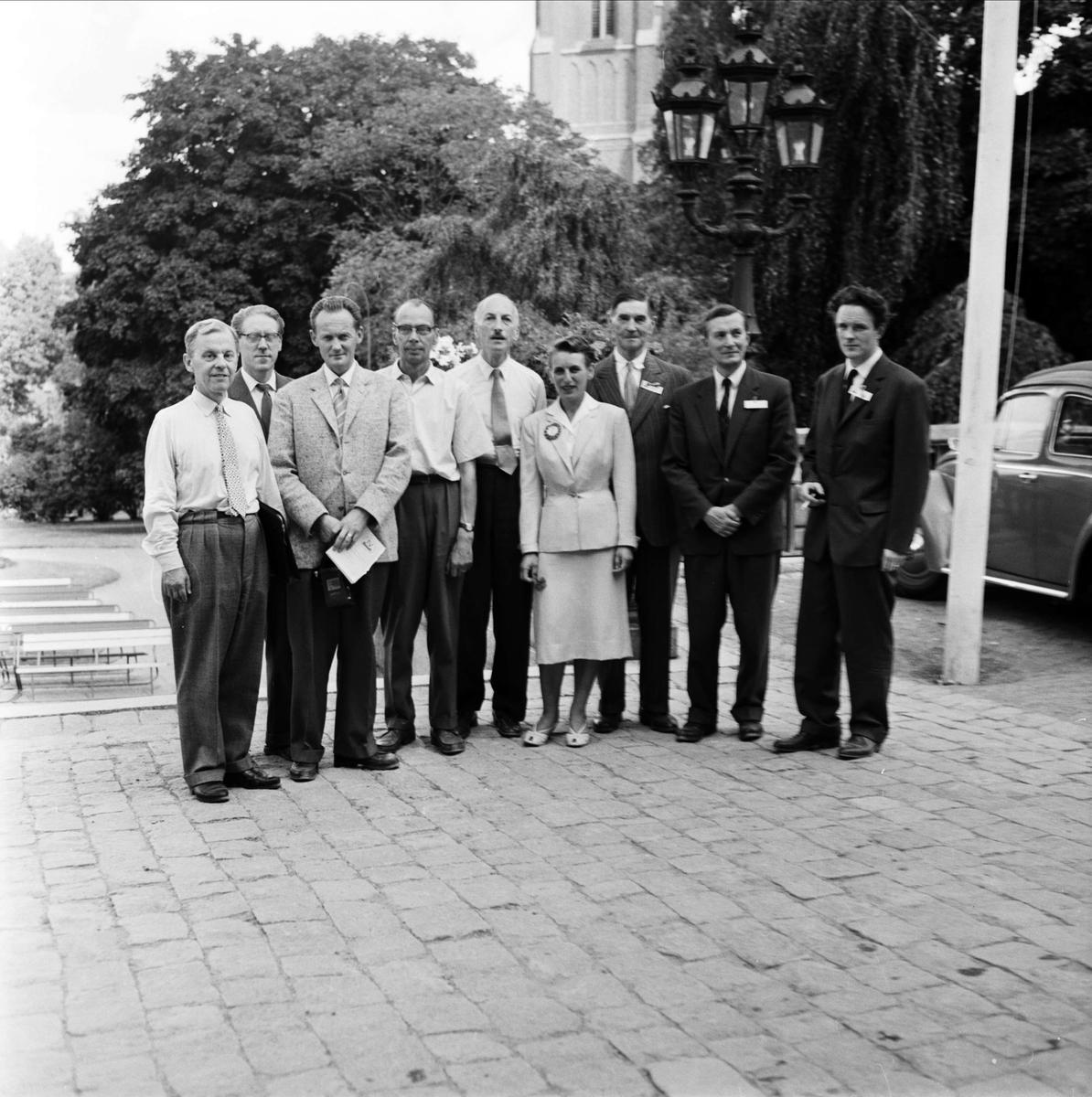"""""""Fysiska institutionen, d:de kongressen i augusti 1959"""" - grupp i Universitetsparken, Uppsala"""