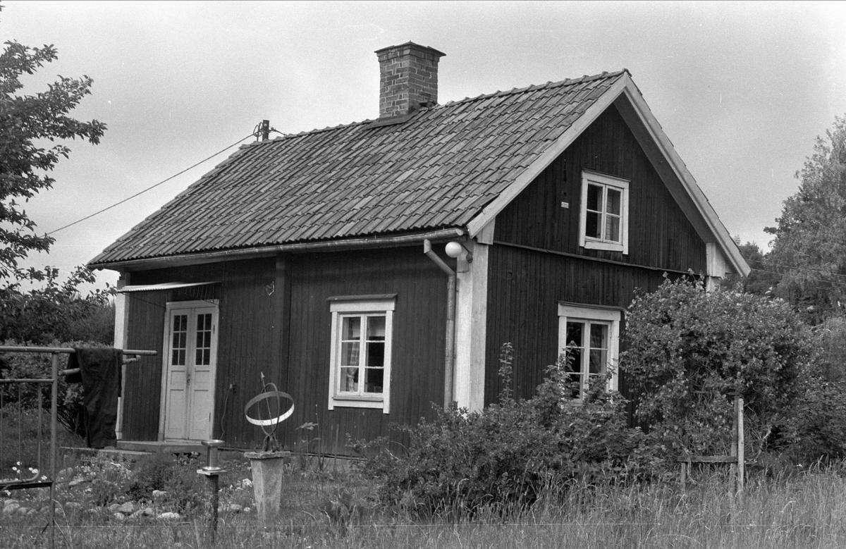 Bostadshus, Drälinge 1:8, 1:9 och 1:11, Björklinge socken, Uppland 1976