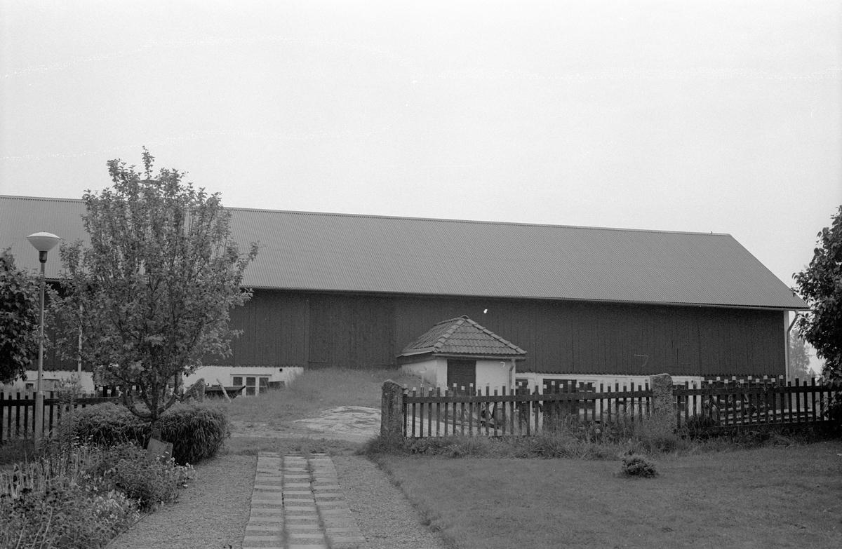 Ladugård, Faringe-Täby 1:4, Täby, Faringe socken, Uppland 1987