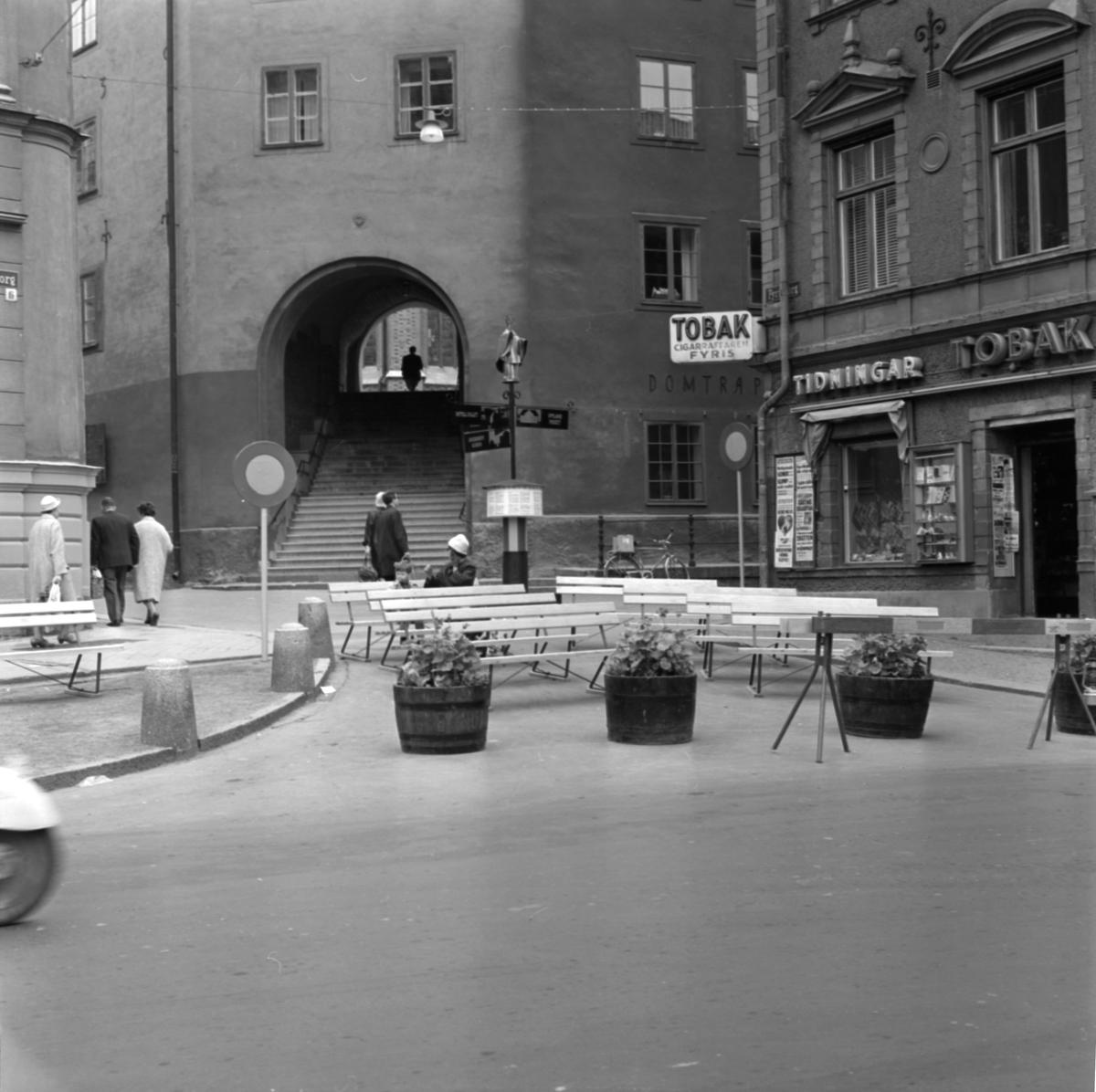 """Uppsala ärkesätes 800-årsjubileum - """"Nyttiga bänkar."""", Uppsala juni 1964"""
