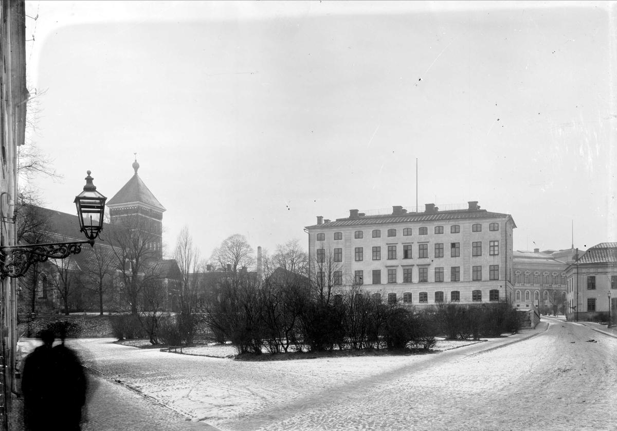 Dekanhuset och Helga Trefaldighets kyrka från Riddartorget, Uppsala