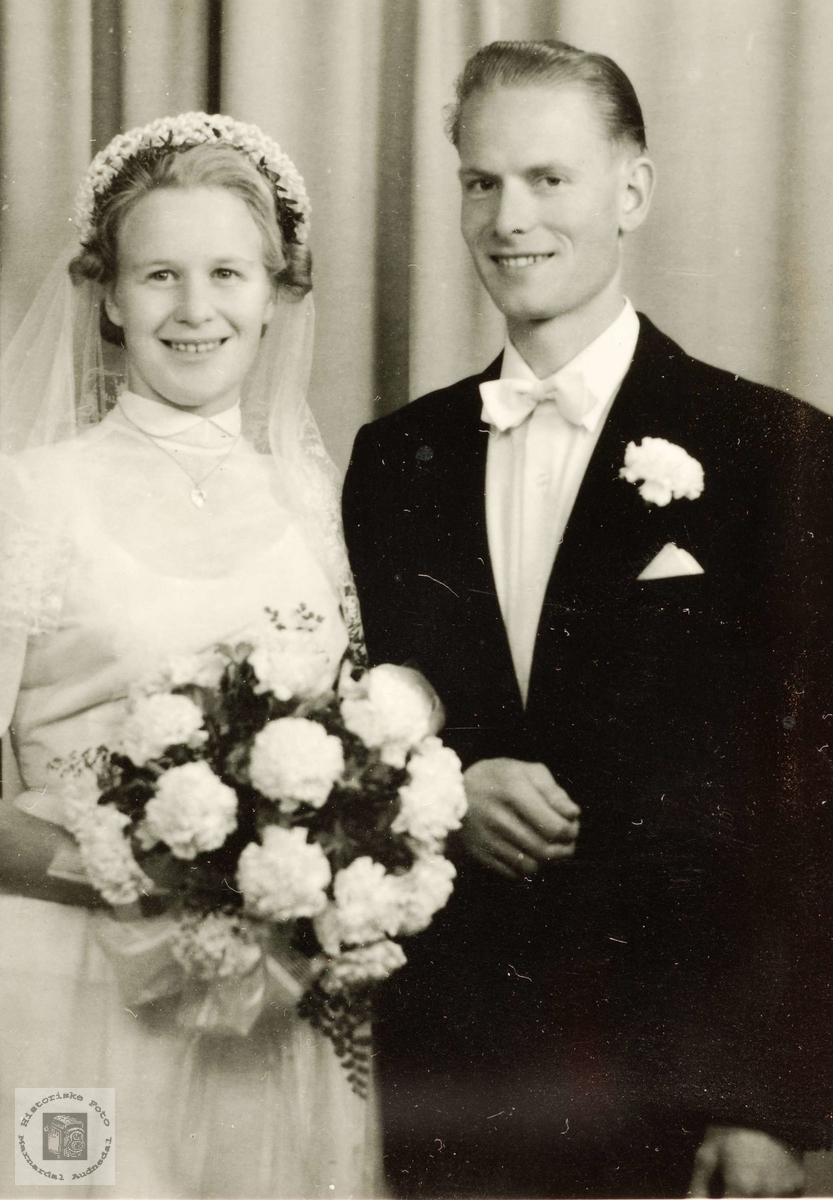 Brudeparet Anna og Tobias Vårdal i Grindheim.