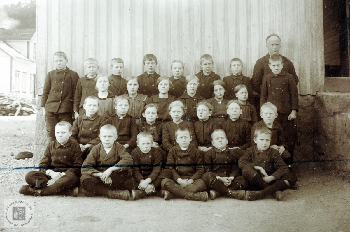 Skoleklasse fra Byremo. Grindheim Audnedal.