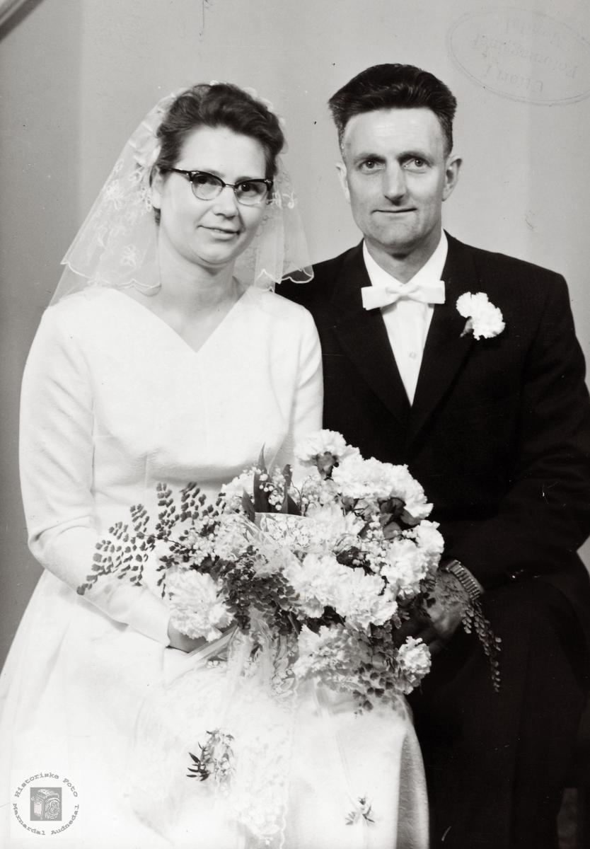 Brudebilde av Tarjard og Trygve Sveindal. Grindheim Audnedal.