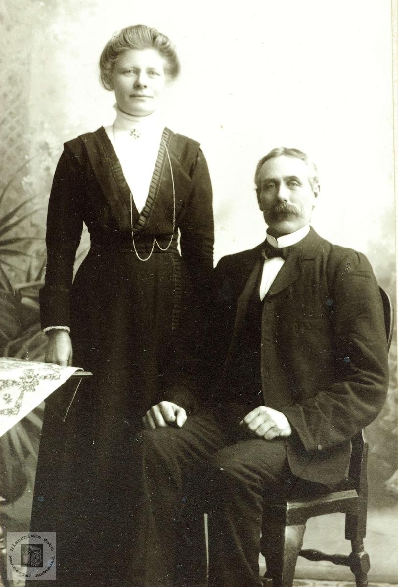 Portrett av ekteparet Berte og Torkel Aagedal. Grindheim Audnedal.