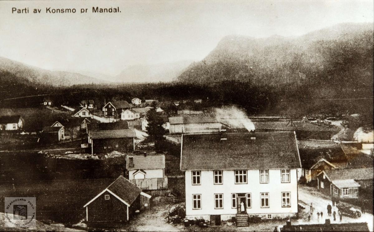 Oversiktsbilde av Konsmo sentrum fra Kirkeklomra.