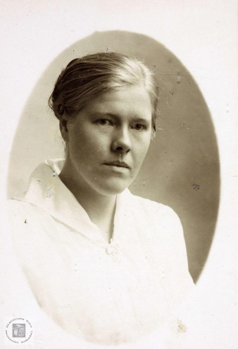 Portrett av Gunvor Hægebostad. Hårtveit, Vigmostad.