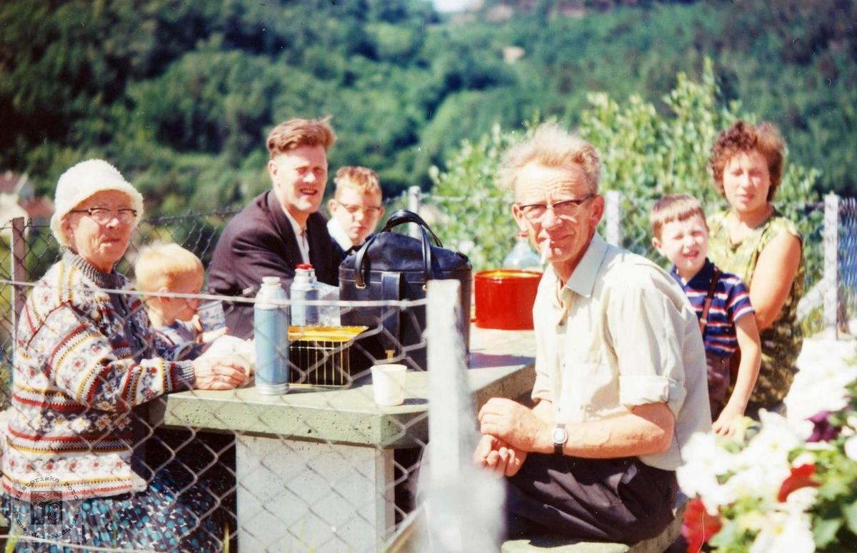 Familien Høyland på tur. Audnedal.