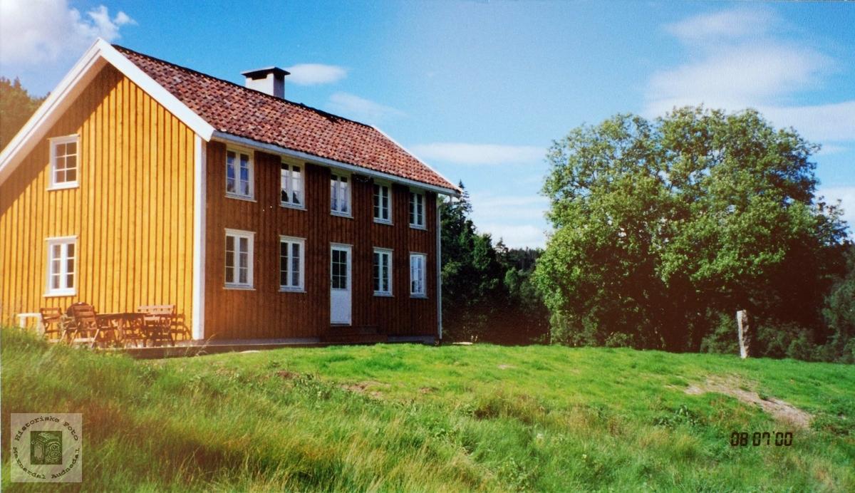 De nye husene på garden Løland i Grindheim.