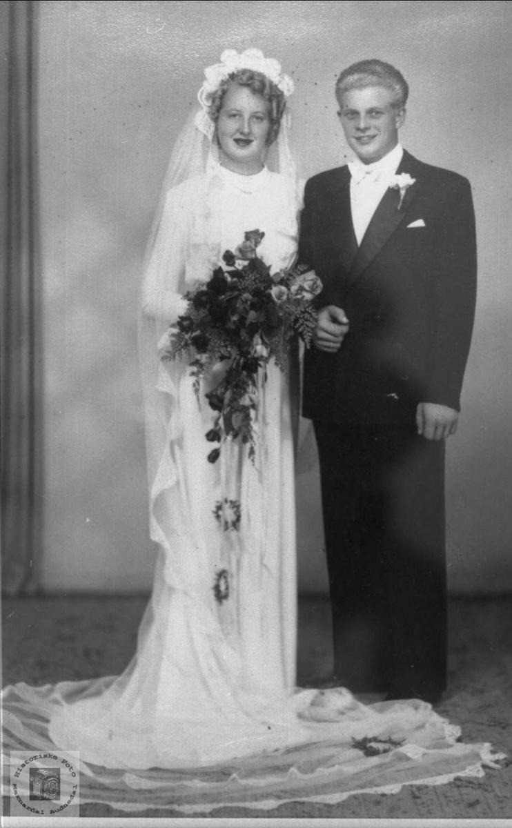 Portrett av brudeparet Else og Torgny Ødegård i tidligere Bjelland nå Audnedal.