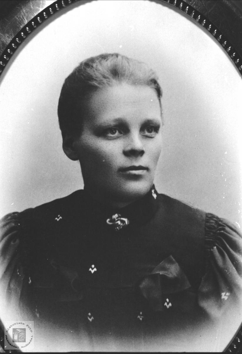 Portrett av Steivor Kristensdtr Skuland, Laudal.