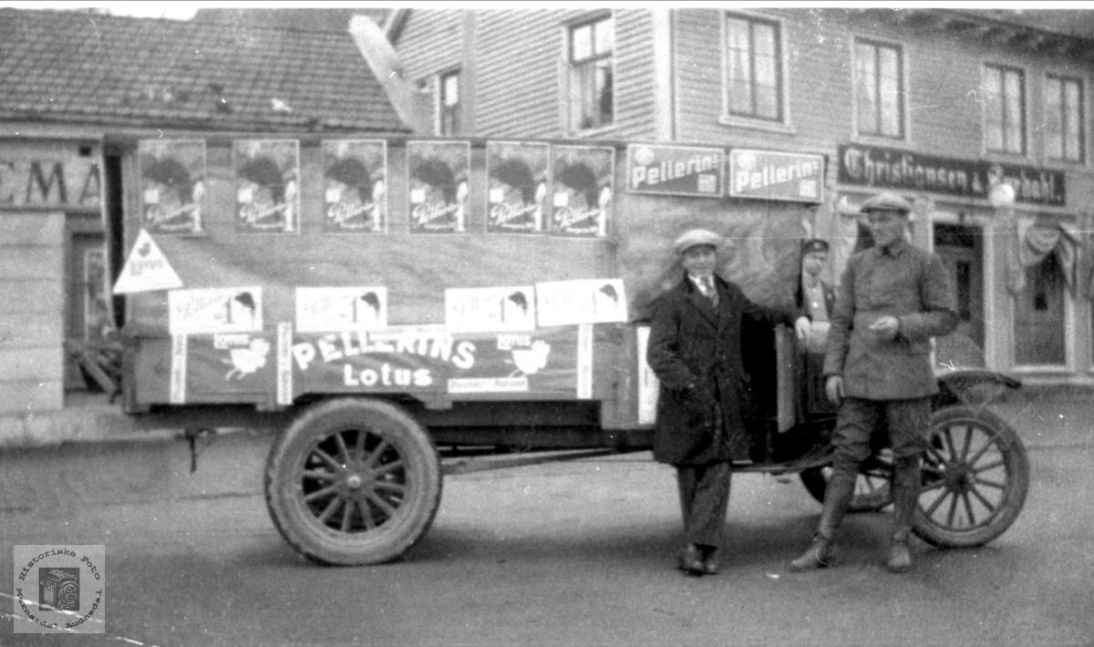 Gamlebilen på veg til Åseral.