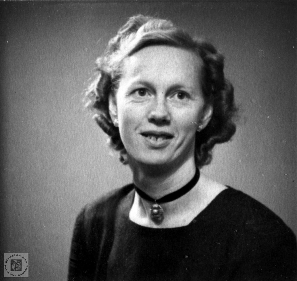 Portrett av Agnes Laudal, f. Mobekk.