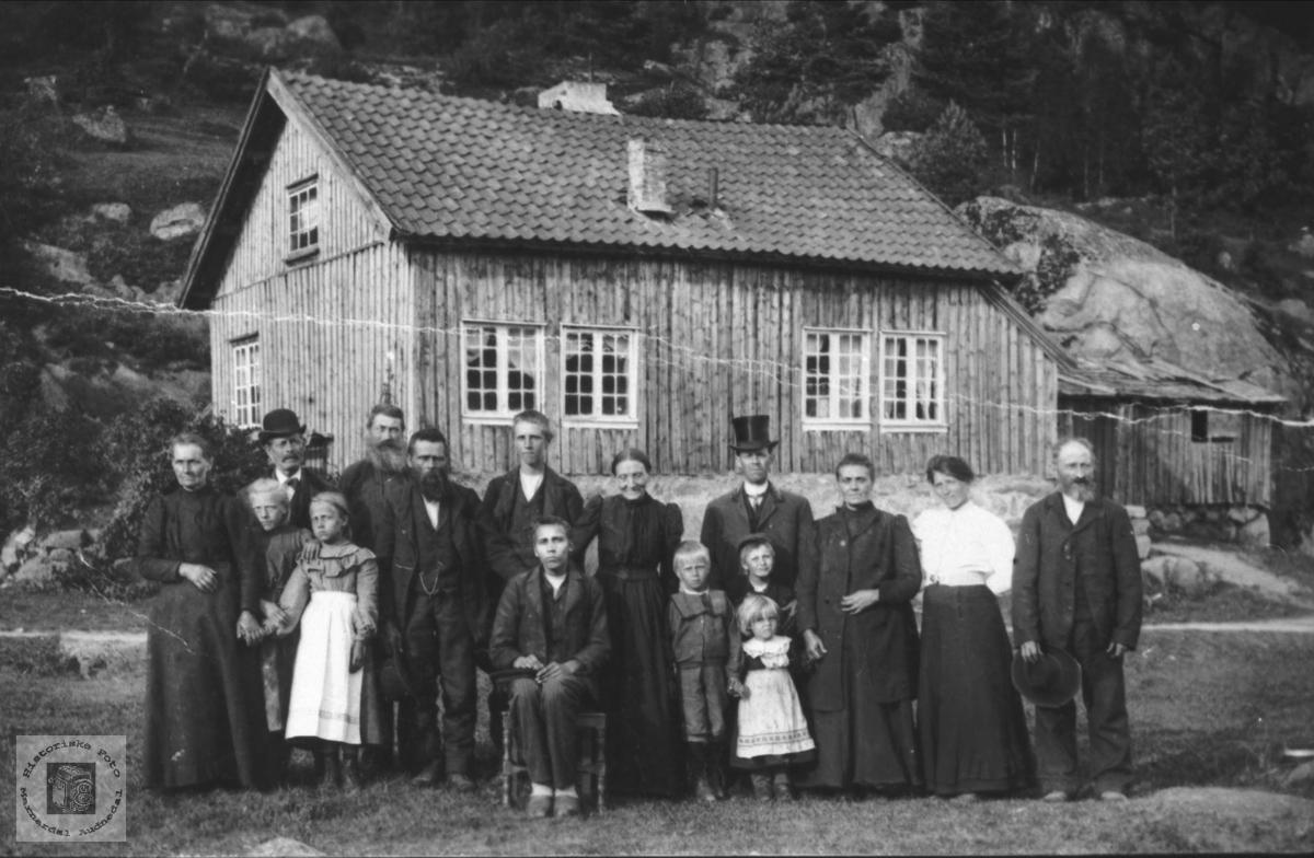 Heim og familie på Øvre Laudal