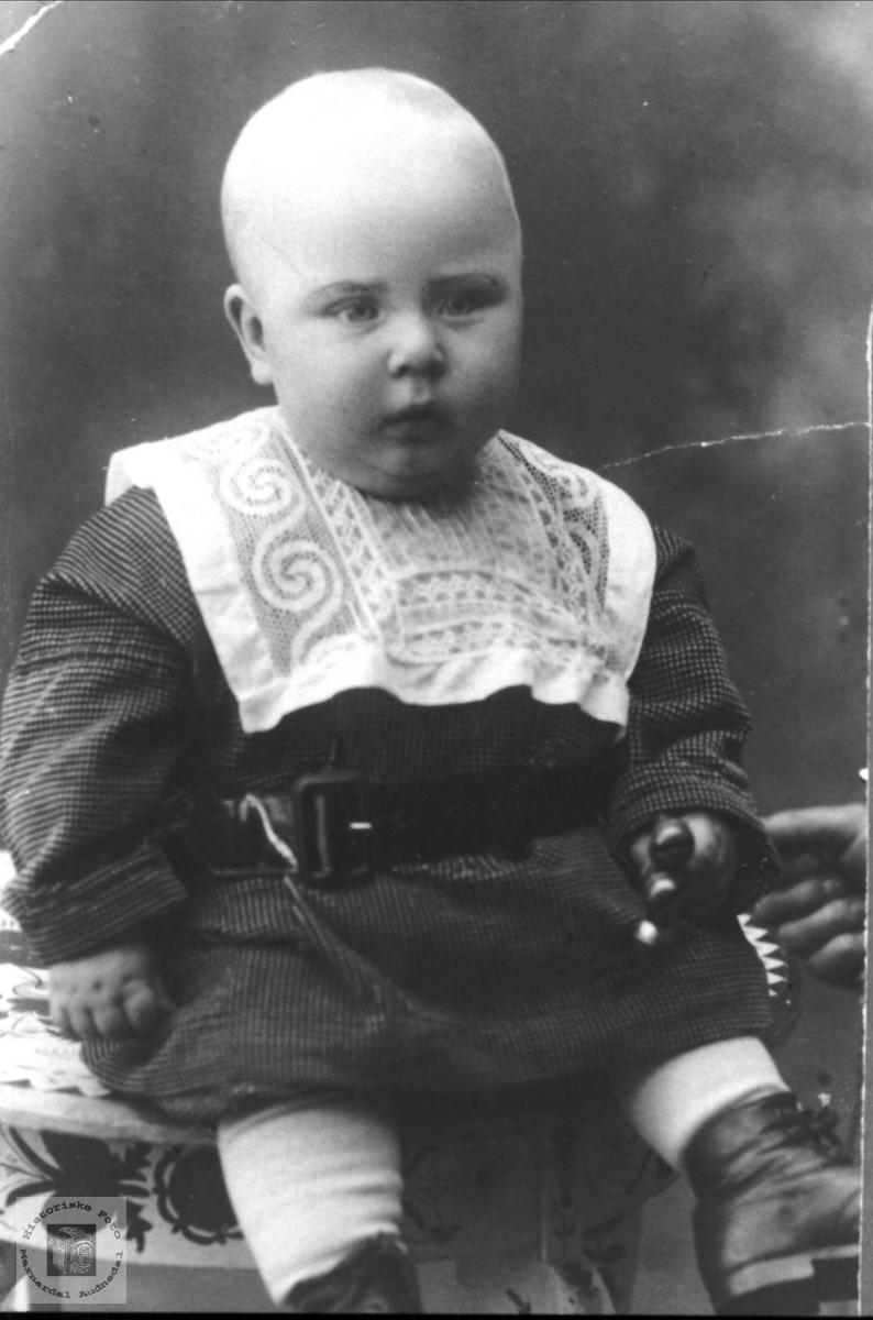 Barnebilde av Olav Skuland, Laudal.