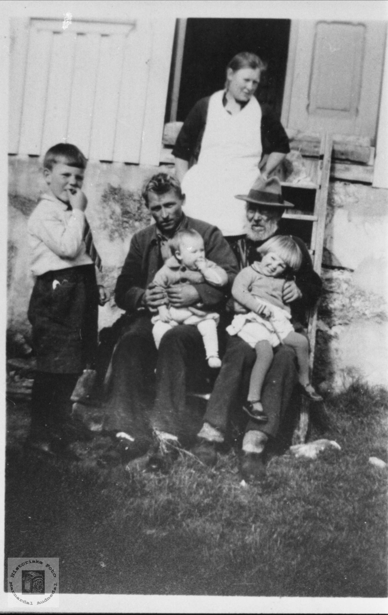 Familiegruppe Ausland, Øyslebø.