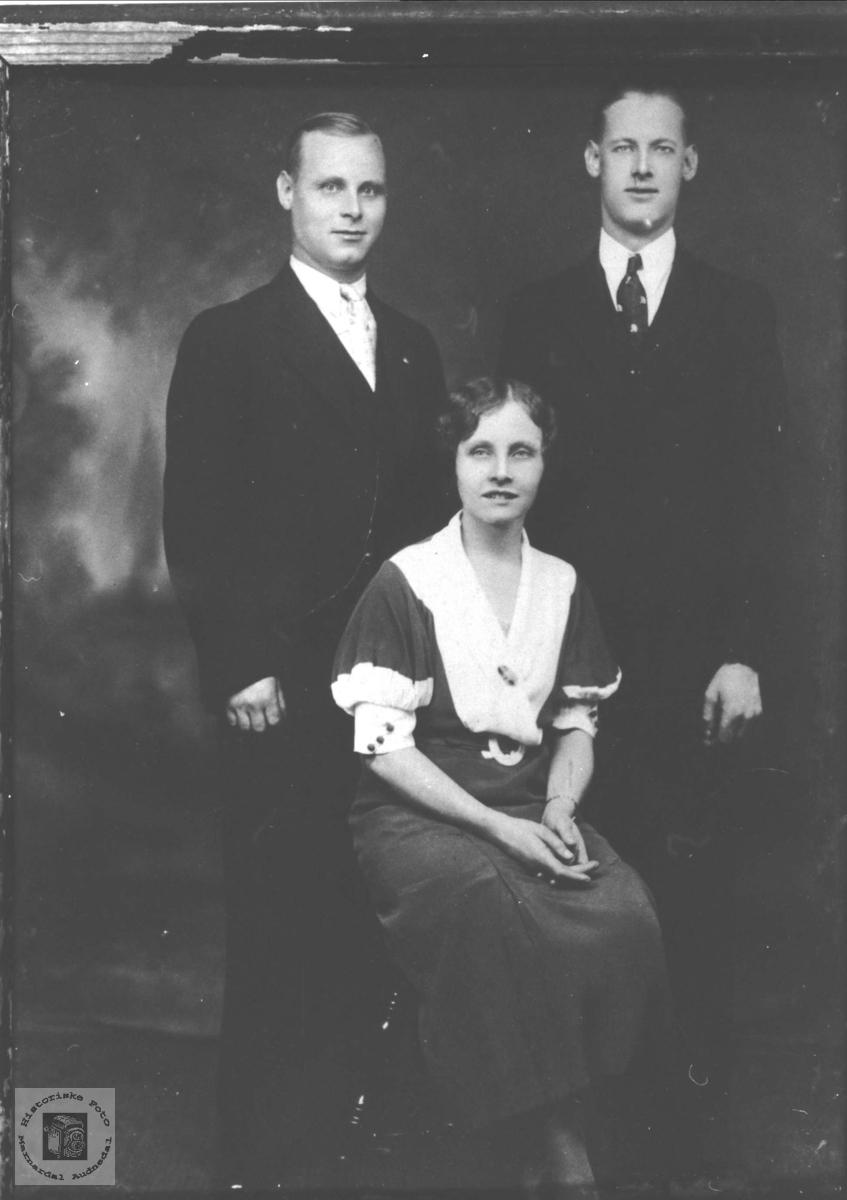 Søsken til Amerika, Tønnes, Erling og Thora Valand, Øyslebø.