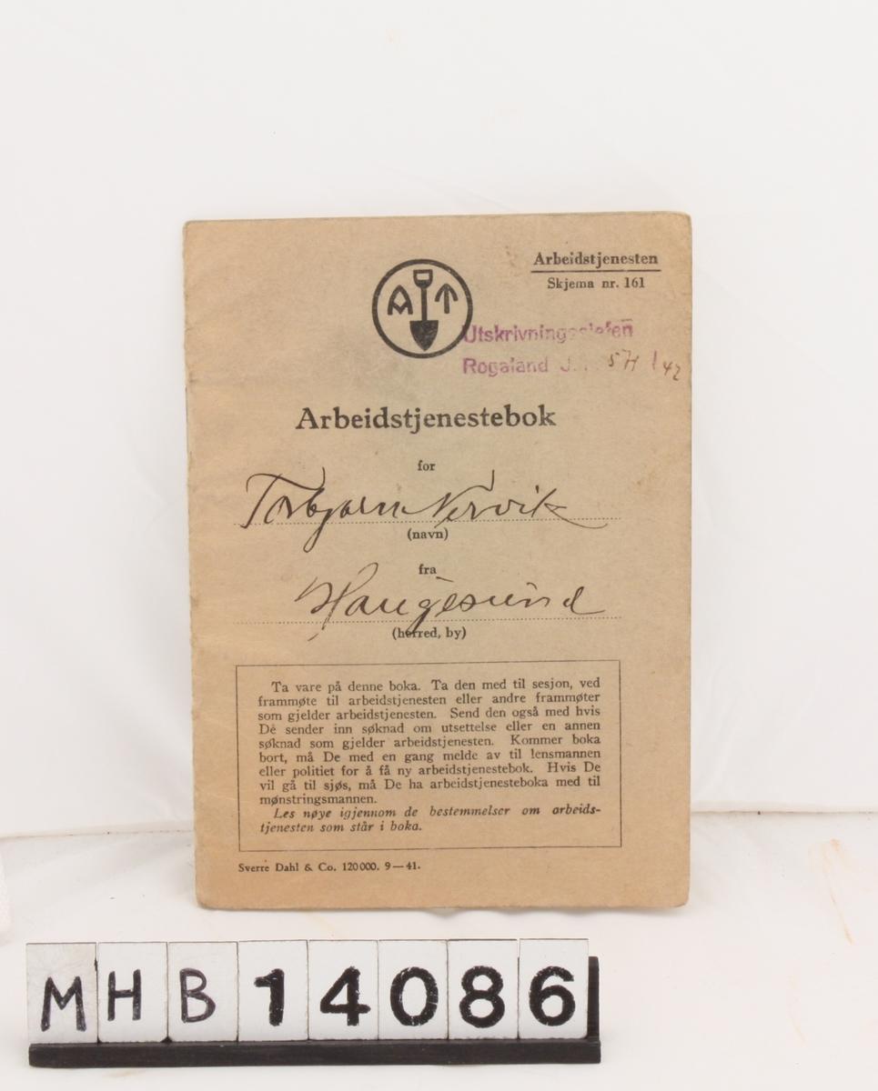 Rektangulær bok for innrullering i arbeidstjenesten under andre verdenskrig.