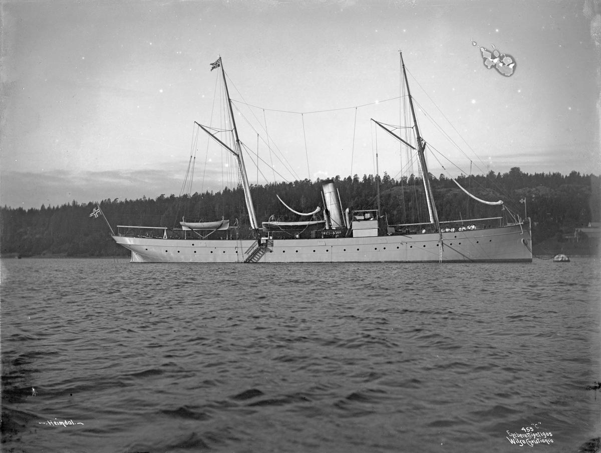 Heimdal (b. 1892, Akers Mekaniske Verksted, Christiania), på havnen, bredside