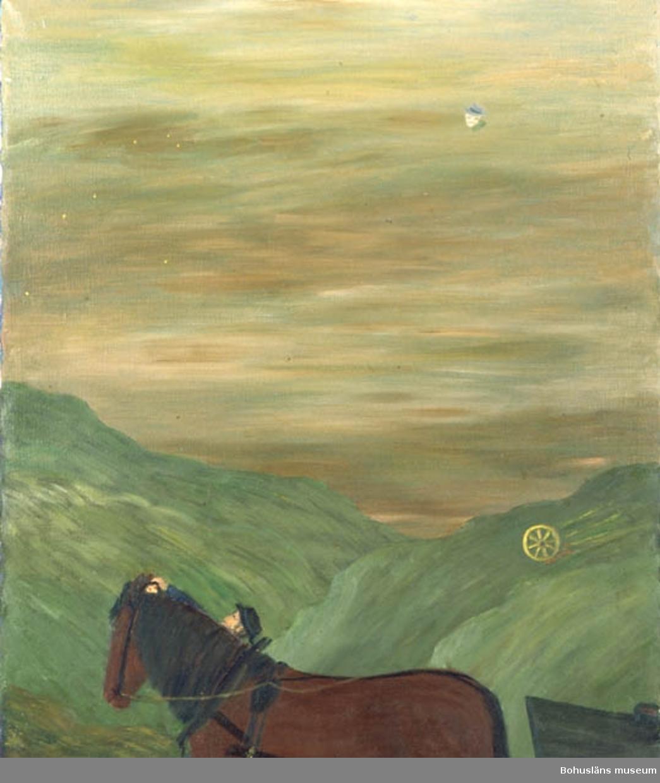 """Montering/ram: Monterad, * forts.: Förv. från: för etnologi och folklore.  394 Landskap Bohuslän 594 Landskap Bohuslän  Baksidestext:  """"Natten faller och ekipaget är ännu på hemväg, vid passerande av ett högt berg - går hästen i sta  - = Gubben får inte hästen ur fläck. Han går då fram till hästens huvud och lyfter på grimmans (betslets) huvudlag. Han ser då ett par lysande ögon där och förstår varför hästen skakar och inte vill vidare, samtidigt rullar ett hjul utför berget och passerar ekipaget. Gubben sätter sig åter upp på kärran och nu bär det av i halvt sken hem till gården. Hästarna voro ofta mera synska än människorna. Folklivsskildring från Skaftö. C.G. Bernhardson. """"I sta""""= (I stå)"""" Det enda och """"älsta"""" ordet (Nordiska).- Vi använder nu låneordet Paralys- era-. Min upptäckt bland många å området.""""  Ordförklaring: Synsk = kunde se det """"övernaturliga"""", """"paranormala fenomen"""".  Litt.: Bernhardson, C.G.: Bohulänsk sed och folktro, Uddevalla, 1982, s. 50.  Titel i boken: I Sta.  Övrig historik; se CGB001."""