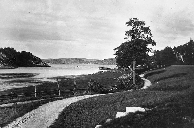 """Enligt text på fotot: """"Uddevalla, Gustafsberg - Lindesnäs"""".    ::"""