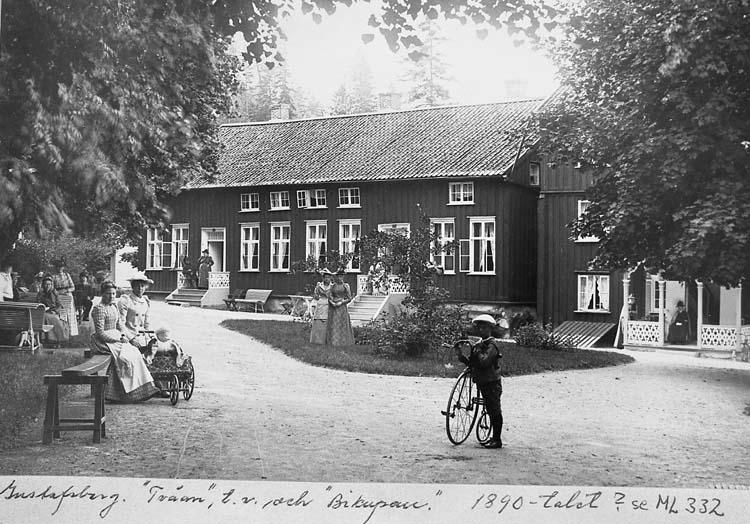 """Text på kort: """"Gustafsberg. """"Tvåan"""" t.v. och """"Bikupan. 1890-talet?""""."""