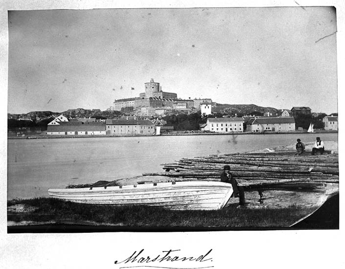 "Text på kortet: ""Marstrand""."