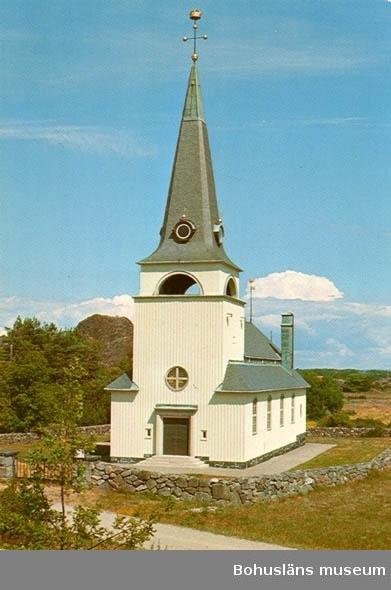 """Tryckt text på bildens baksida: """"Kosters kyrka - Sveriges västligaste"""". """"Förlag: Kostergården, Sydkoster""""."""