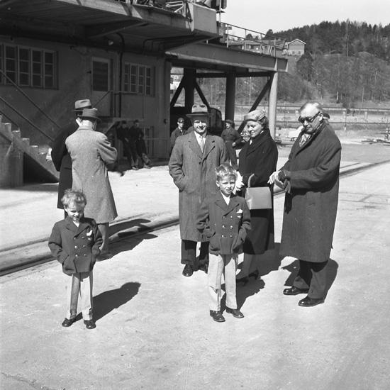 Dop och sjösättning av fartyget 145 M/S Sunoak. Familjen Thordén.