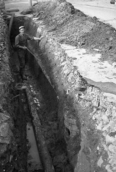 """Enligt notering: """"Gammal vattenledning 2/8 1948"""