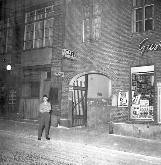 """Enligt notering: """"Mord och självmordsdrama (Café Linnea) Gunnar Johansson Linnea Johansson 2-2-1956""""."""