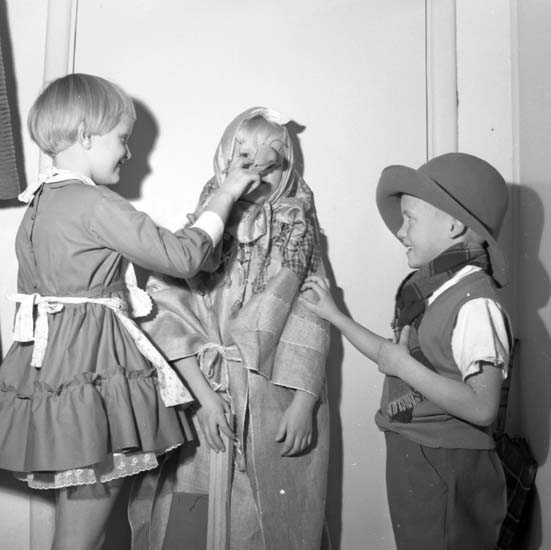 "Enligt notering: ""Kongresshallen barnjulfest d 17/12 -58""."