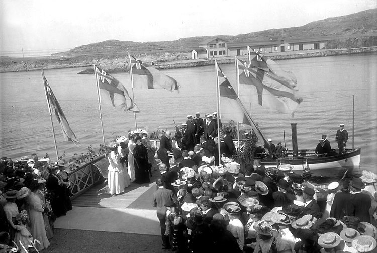 Kung Oscar II anländer till Marstrand