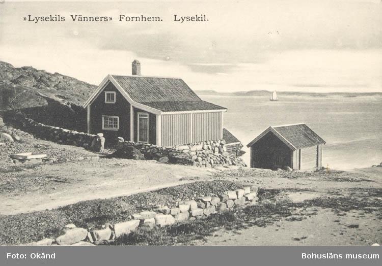 """Tryckt text på kortet: """"Lysekils Vänners Fornhem. Lysekil."""" ::"""