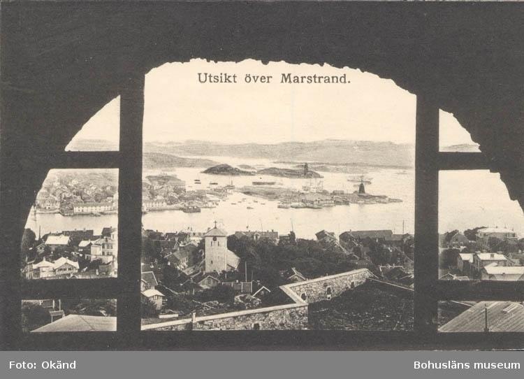 """Tryckt text på kortet: """"Utsikt över Marstrand."""" ::"""