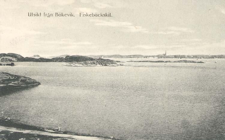 """Tryckt text på kortet: """"Utsikt från Bökevik, Fiskebäckskil."""" """"Förlag: Tekla Bengtssons Pappershandel, Fiskebäckskil."""""""