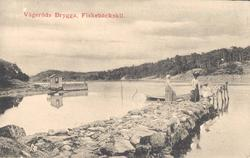 """Tryckt text på kortet: """"Vägeröds Brygga, Fiskebäckskil."""" ::"""